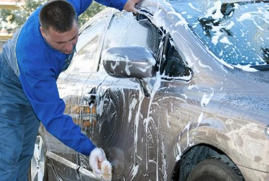tvätta bilar